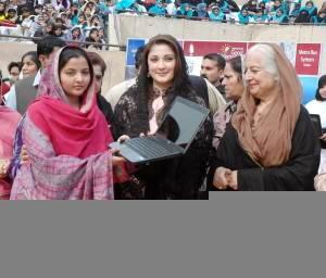 PML-N Central Leader Maryam Nawaz Sharif presenting Laptops to the Students