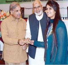 CM with a student