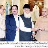 Former President Rafiq Tarar gives a cheque to CM Punjab for IDP's