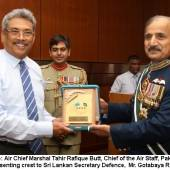 Air Chief warmly welcomes by the Sri Lankan military leadership