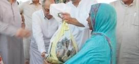 ZAEEM QADRI DISTRIBUTES EID GIFTS AMONG FLOOD AFFECTEES
